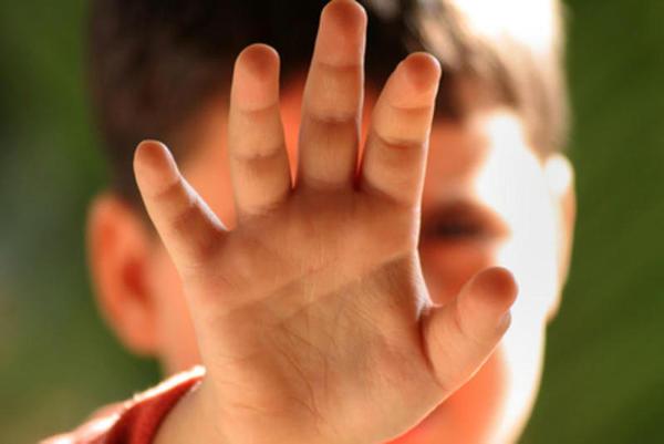As mãos de seus filhos estão cheias de nicotina