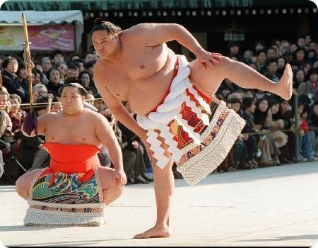 Trinta e nove lutadores japoneses contagiados por um estranho vírus.