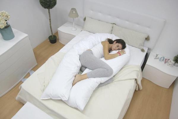 Esta almofada alivia dores nas costas e melhora a tua felicidade
