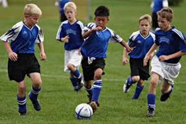 Jogar futebol é bom para os ossos das crianças