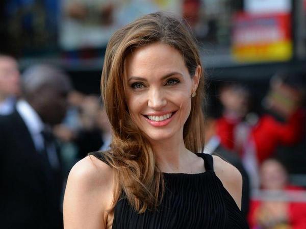 O que é a paralisia de Bell, que sofre Angelina Jolie?