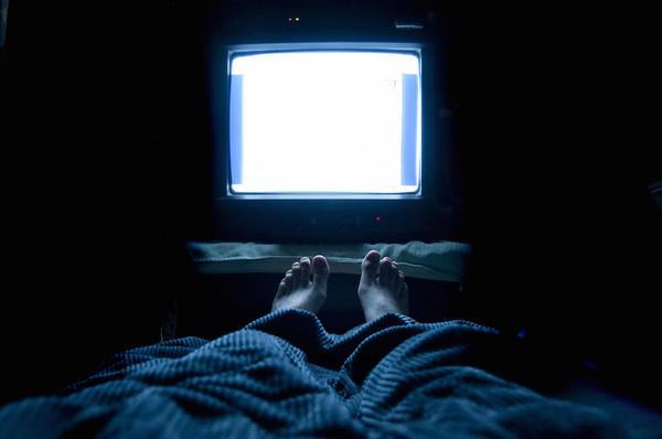 Olho, de ter a tv no quarto que é ruim