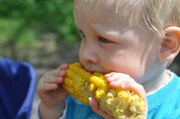 Os pais alimentam pior para seus filhos que as mães