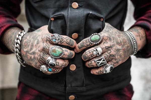 Por que as pessoas com tatuagens suar menos?