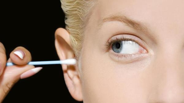 Por que não deves introduzir ou um cotonete mais em seus ouvidos?